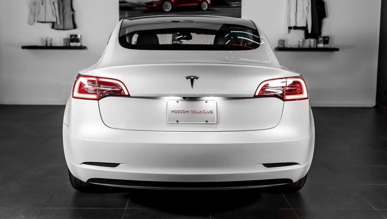 Tesla Model 3 Standart Range Plus RWD: Фотография 3