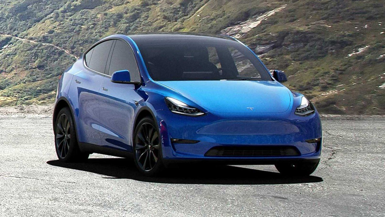 Tesla Model Y Long Range AWD: Фотография 1