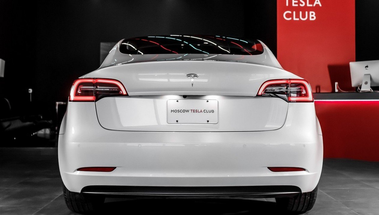 Tesla Model 3 Standart Range Plus RWD: Фотография 4