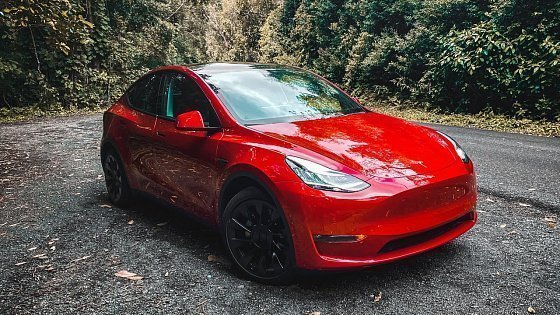 Видео I BOUGHT A 2021 TESLA MODEL Y LR | Here's Why I Bought An EV (Vehicle Overview, Buying Process)